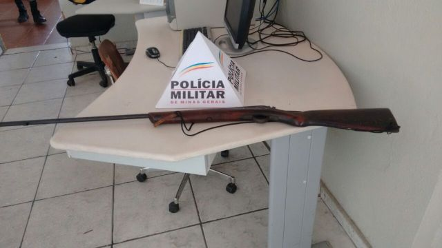 Posse ilegal de arma de fogo de uso permitido.