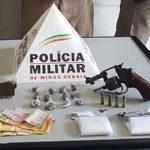 Fervedouro: PM aprende droga e revólver carregado; um jovem foi preso.