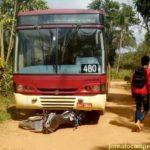 Acidente entre ônibus escolar e moto na zona rural de Carangola.