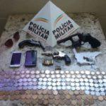PM efetua a prisão em flagrante dos autores de roubo à Agência dos Correios de Divino-MG.