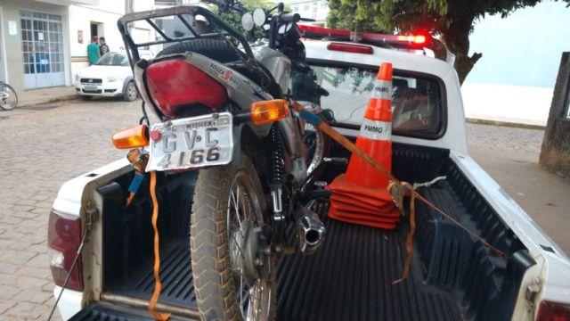 PM apreende motocicleta adulterada em Pedra Dourada.