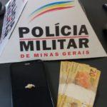 PM de Carangola prende traficante de drogas que acabara de vender uma pedra de crack a um usuário.