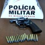 PM de Divino prende homem com arma de fogo após ameaça e agredir a esposa.