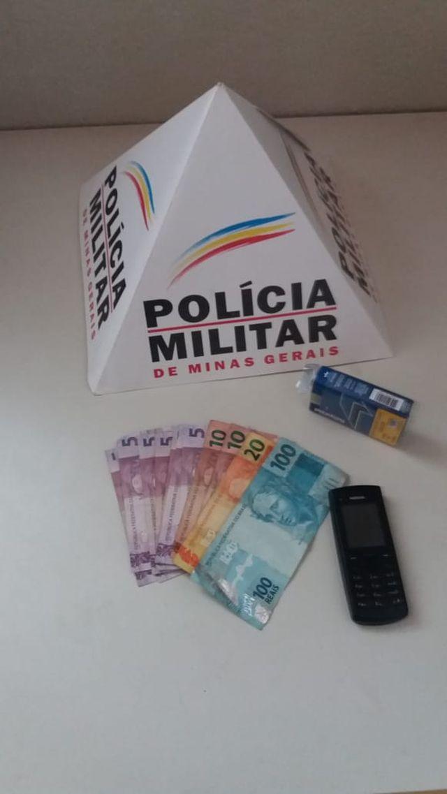 PM de Carangola prende autor de roubo e recupera parte do dinheiro roubado.