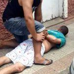 Homem tenta assaltar loja e é imobilizado por populares no centro de Carangola (MG).