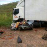 Acidente entre carro e carreta deixa três  mortos na BR 116 próximo a Muriaé.