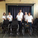 Rotary Clube de Carangola realiza doações de cadeiras de rodas.