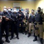 Suspeitos de assaltar motorista de aplicativo são presos pela Polícia Militar.