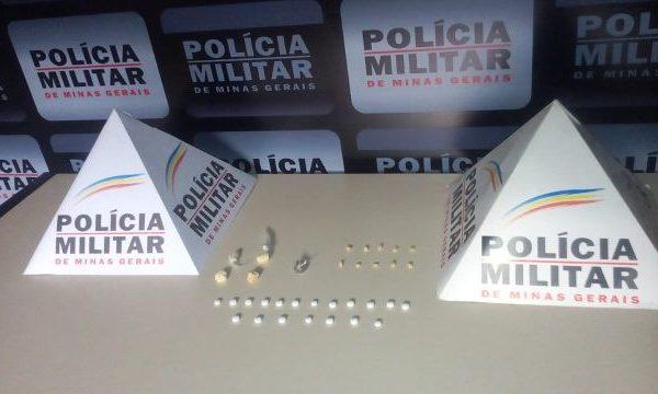 Policia Militar de Carangola apreende drogas no Bairro Novos Tempos.
